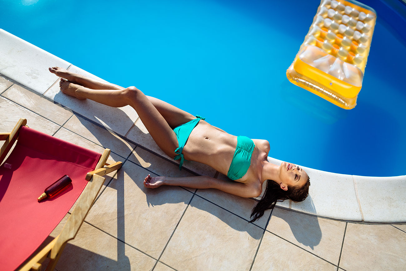 sun pool holiday